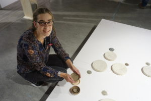 Marin Jansen created ceramics, and a social network, by finding people willing to try to reach Syria and bring back sand for her.