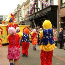 Thousands watch Lampegat Parade