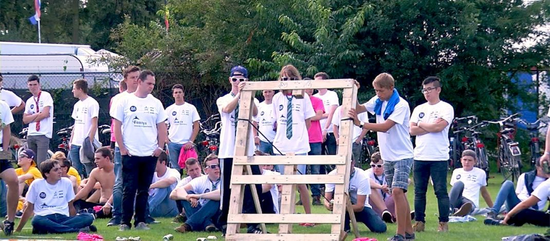 Self-built catapults at intro Fontys Engineering